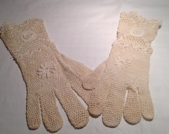 Vintage Ladies Hand Made Gloves