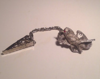 Absolutely Adorable Vintage Road Runner Silvertone Sweater Clip