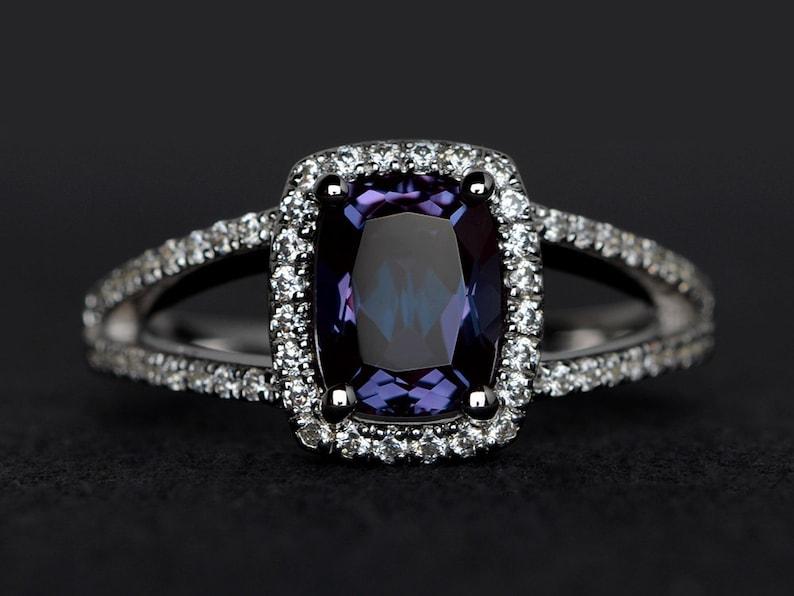 alexandrite ring split shank engagement ring cushion cut 6*8mm color change gemstone rings anniversary ring silver
