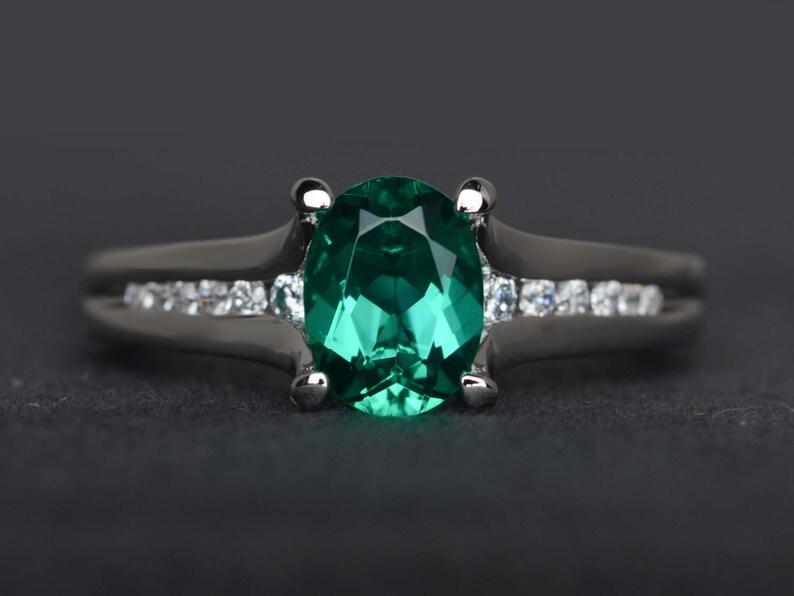 7811ceb81588 Anillo esmeralda oval corte esmeralda verde de anillo de