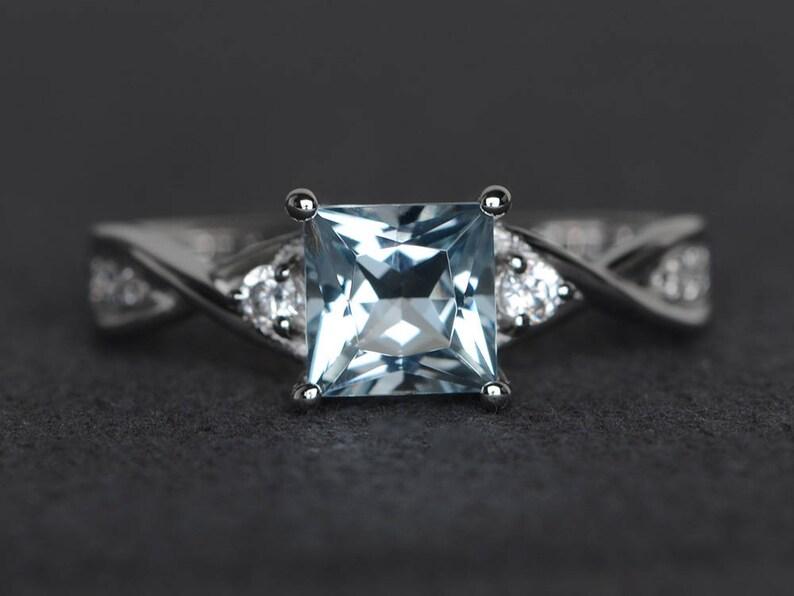 0e96d8b3108f Corte de la princesa plata aguamarina anillo de compromiso