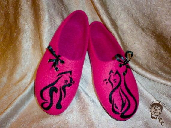 3f328c90e9c48 Woman Felted Cat Slippers Pink Fuchsia Animal Felt Shoe Vegetarian Cat  Lover Gift Wife Girlfriend Woolen Clogs Personalized Pet Art Painting
