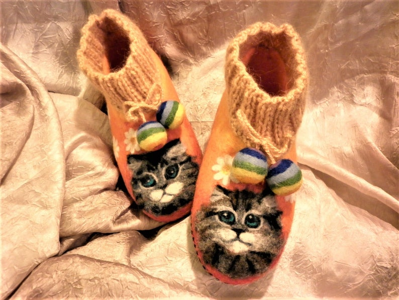 2b85cc03fa2ed Kitty Aquarelle Felt Painting Women Animals Shoes Cat Portrait Felted  Slippers Beige Pastel Colors Wool Autumn Gift for Her Mother's Gift