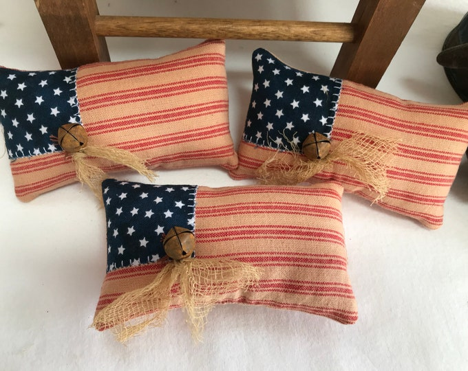 Primitive Pillow Tucks, Patriotic Pillow, Patriotic Bowl Fillers, Cupboard Tuck, Americana Home Decor, Primitive Americana, Flag Pillow Tuck