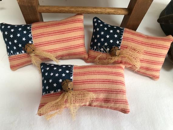 Primitive Pillow Tucks, Patriotic Pillow, Patriotic Bowl Fillers, Cupboard Tuck, Americana Home Decor, Primitive Americana, Flag Pillow Tuck