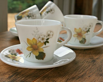 Vintage Pyrex JAJ Cups & Saucers in Autumn Glory Design - Set of Six