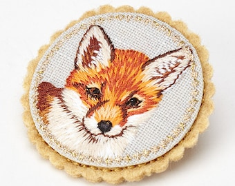 Embroidered Fox Brooch, City Fox Pin, Gift for a Fox-lover, Foxy brooch pin, Fox Bag Charm