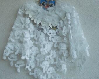 White Wedding Shawl, Bridesmaids Gift, Spring Wedding Capelet, Bridesmaid Shawl, Bridal Bolero, White Lace Shawl, Bridesmaid Capelet