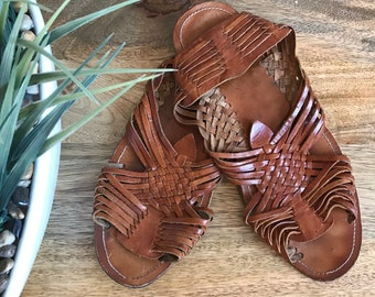 b5be148efb25 Vintage 1980s Woven Mexican Leather Huarache Sandals    Brown Leather  Huaraches 10    Vintage Woven Leather Sandals Slingback Huaraches 10