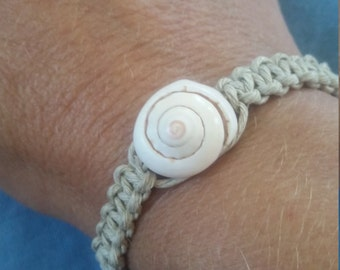 Cord bracelet with seashell