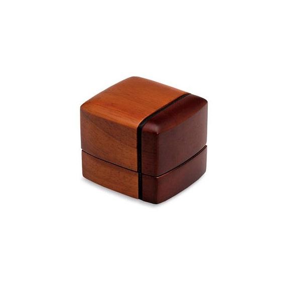 holz ring box eiche ring box ring geschenk box hochwertigen etsy. Black Bedroom Furniture Sets. Home Design Ideas