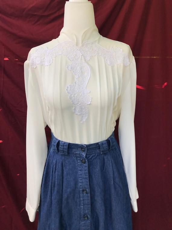 Vintage pleated lace blouse // mandarin collar whi