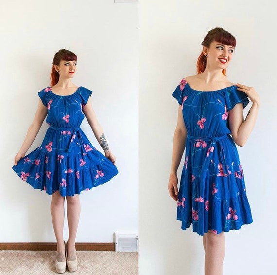 Vintage Hawaiian dress // blue & pink summer dress