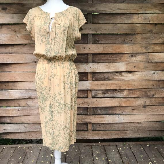 Vintage floral dress // yellow & green elastic wai