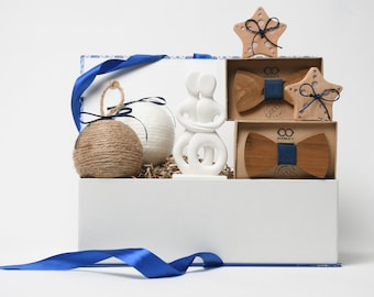 Twin Christmas Gift Box - Twin Babies Gift Set - Christmas Baby Shower Party Gift - Twins' First Christmas Gift -  Xmas Gift for 2 Babies