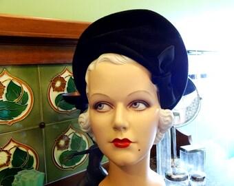 Original Vintage 1940s 40s Black Wool Felt  Ladies Structured Sculpted Beret Halo Tilt Hat with Bow Dita Von Teese WW2