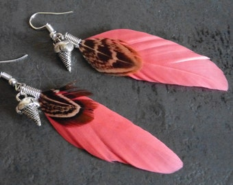 Earrings pink feathers & charms