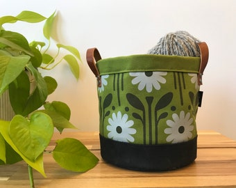 Ready to Ship - Green Daisy Fabric Bin - Screen Printed Fabric Bucket - Gift - April Birth Month Flower