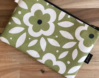 "8.5"" Green Floral Zipper Pouch - Zipper Wallet - Screen Printed - Floral Print -Green and Off White Zipper Pouch"