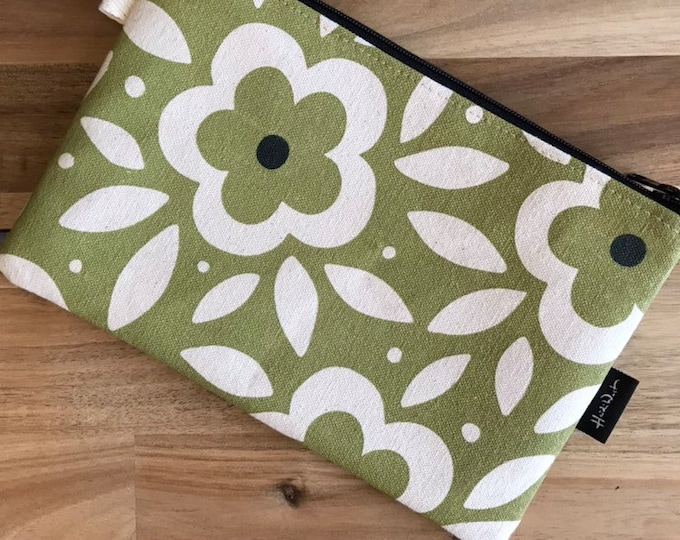 "8.5"" Green Floral Zipper Pouch - Zipper Wallet - Screen Printed - Floral Print -Green and Off White Zipper Pouch"