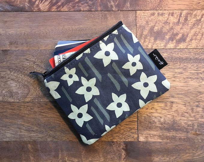 Charcoal Gray Daffodil Credit Card Zipper Pouch