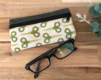 Ready to Ship - Green Scissors Eyeglass Case - Eyeglass Holder - Screen Printed - Sewing Tools Pattern - Glasses Case