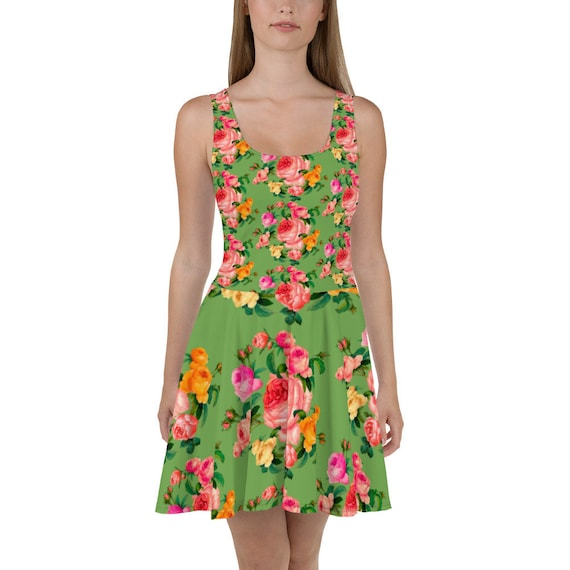 Pin-Up Romantic trapeze dress in green print with a spring bouquet of roses. For rose lovers and pink color lovers.