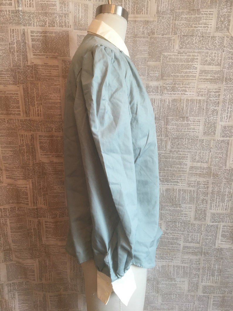 Lady VAN HEUSEN Brand 4 Colors Available! Long Sleeves Vintage Sage Green Button Up Blouse Contrast White Collar /& Cuffs