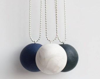 Metallic Pendant Necklace
