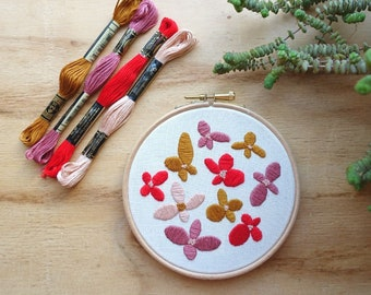 Beginner floral embroidery kit - with video tutorial - contemporary design pattern - learn to embroider with needle and thread