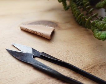 YARN SNIP with leather cover - by coco knits - ideal for cutting all kinds of yarn during your creative project