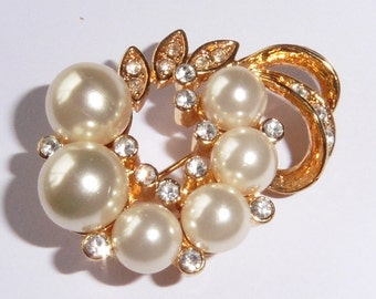 Vintage gold plated and faux pearl brooch