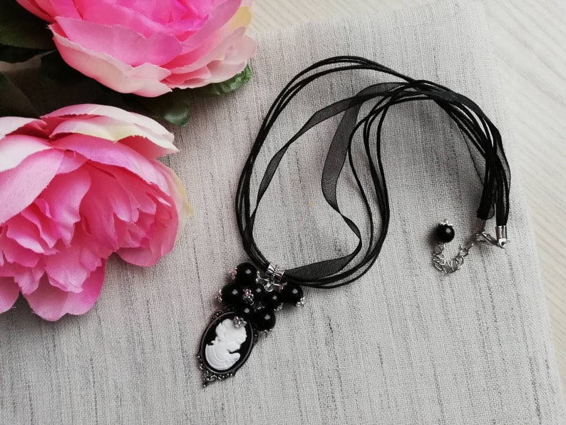 Necklace /& Earrings Set Black and White Cameo Lady Victorian Style Jewelry Set Women Jewellery Romantic Jewelry Drop Earrings Charm Necklace