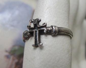 87df4e02de8 Sterling cross ring