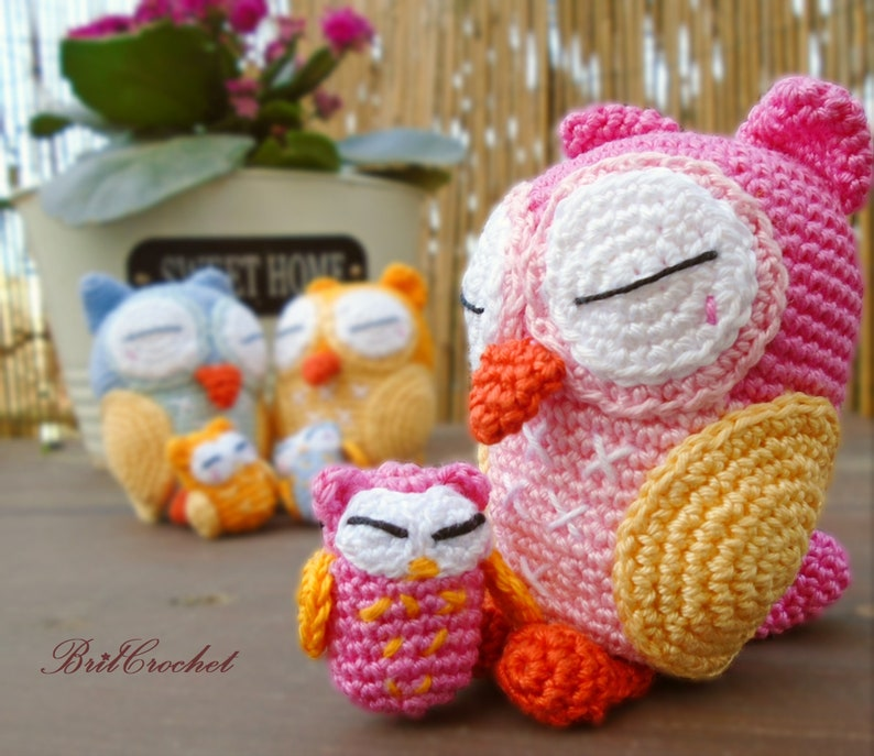 Free Crochet Pattern: Pink Owl Amigurumi Doll | Crochet patterns ... | 687x794