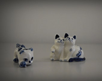 Set of 2 cute vintage miniature female figurines/Delft Blue/female/CAT/kitten/porcelain/cat Lover Gift