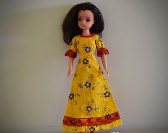Beautiful vintage Sindy Pedigree doll / Pretty styling Sindy in original dress / # 44379 / 1980 /+matching red shoes and accessories