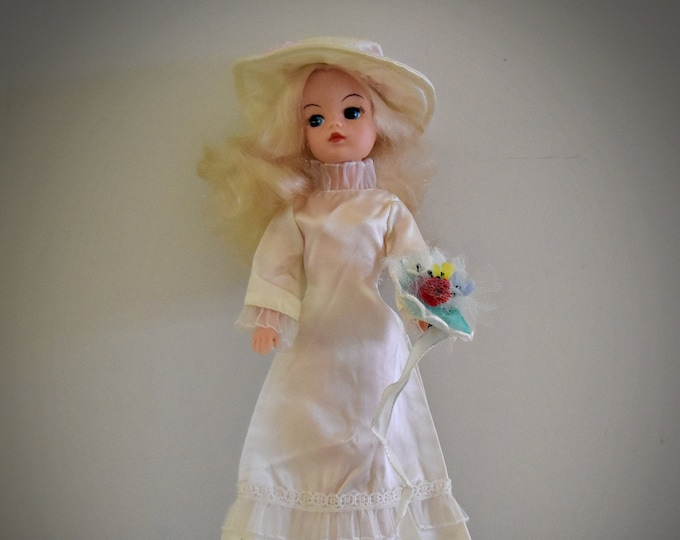 Gorgeous vintage Sindy Pedigree doll + outfit Wedding Bells / # 44288 / 1976 / + matching white shoes
