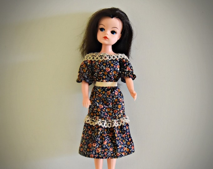 Beautiful vintage Sindy Pedigree doll + outfit Springtime dress / # 44742 / 1981 / + matching shoes