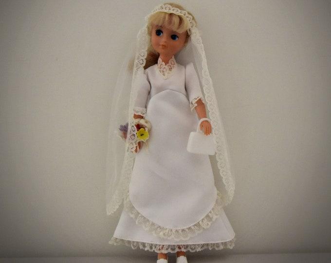 Fabulous vintage wedding dress Sindy Pedigree + matching veil - handbag - shoes - lingerie and bridal bouquet + capstick / '70