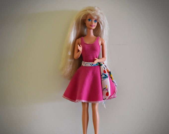 Beautiful vintage Barbie doll / Mattel /1966-1976 / + outfit B Active #7915 / 1984 / + matching pink shoes and coat rack