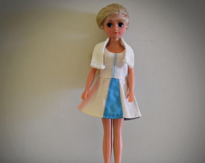 Beautiful vintage Fleur Otto Simon doll (Dutch Sindy) + Tennis outfit + matching yellow sports shoes / # 1287 / Almelo - Holland
