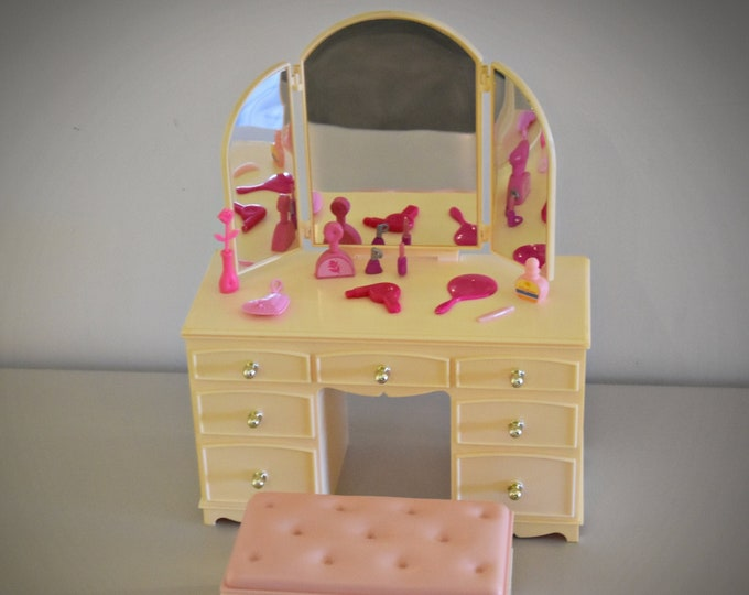 Vintage Sindy Pedigree Dressing Table - Mirrow - Stool / 44212-005 / 1986 / + Accessories / Collectors item
