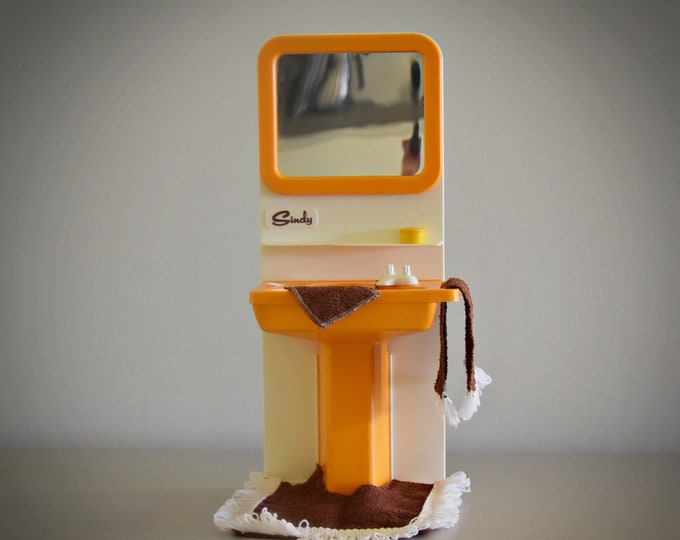 Vintage Sindy Pedigree Washbasin, Mat & Towels + Accessories / Bathroom Furniture by Sindy doll # 44541 / Orange plastic / Collectors item