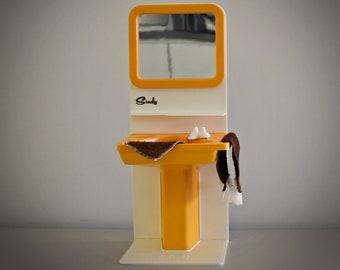 Vintage Sindy Pedigree Washbasin & Towels / Bathroom furniture Sindy doll / # 44541 / Orange plastic / Collectors item