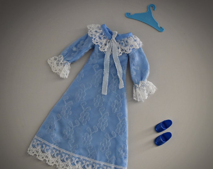 Vintage outfit Sindy Pedigree Sweet Dreams + matching blue slippers and coat rack / #44689 / 1979