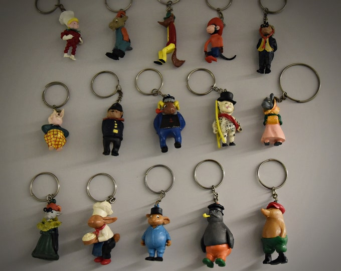 Vintage key rings / theme Flipje Tiel / The Betuwe / 60s / set of 15 pieces / plastic