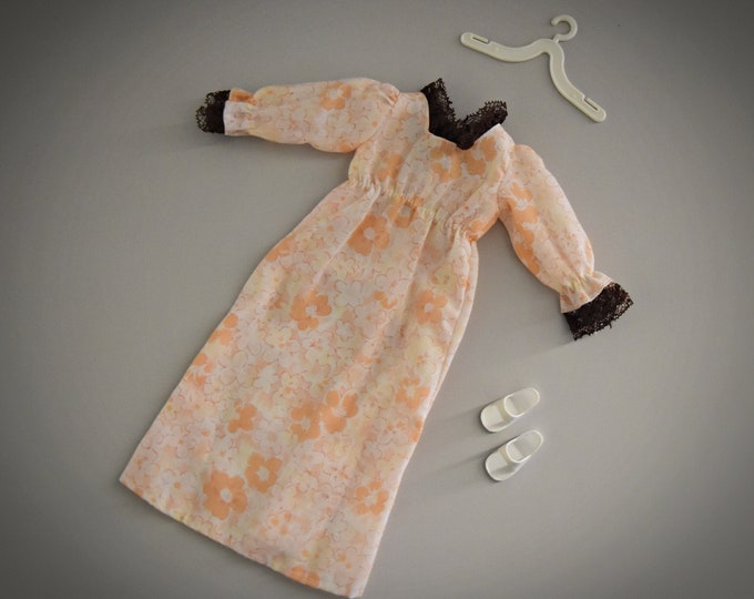 Beautiful vintage night dress Sindy Pedigree Sweet Dreams / #44740 /1980/ + matching white sandals and coat hanger