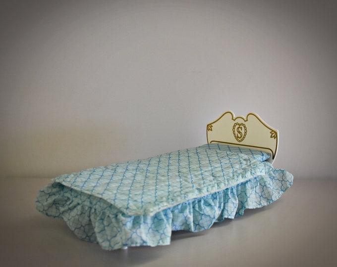 Vintage Sindy Pedigree bed + bedding/bedroom furniture/Made in England/#44503