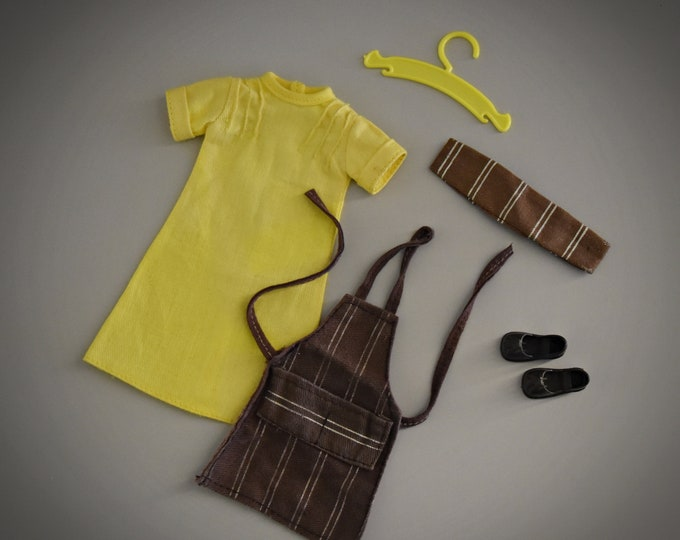 Vintage outfit Sindy Pedigree / Cook In + matching brown shoes and coat hanger / #44258 / 1977 / Complete set